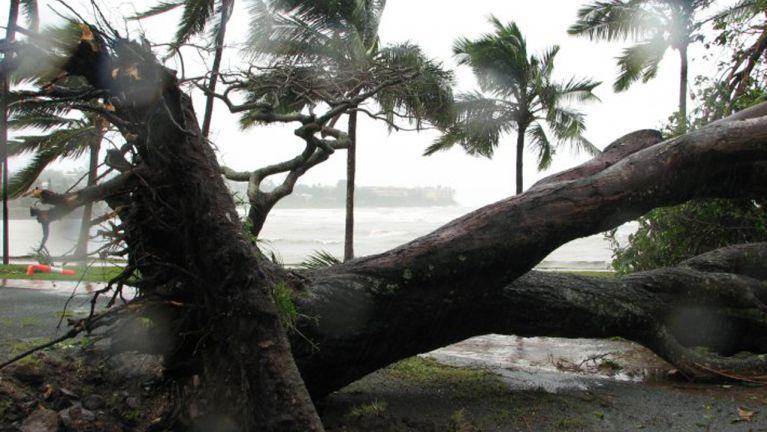 "Australia gamsung ah ""Cyclone Debbie"" kici huihpi guahpi in nawkgawp ~ ZD"