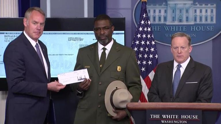 President Donald Trump in kha 3 sung angah masak khasumteng citpiakna nei ~ ZD