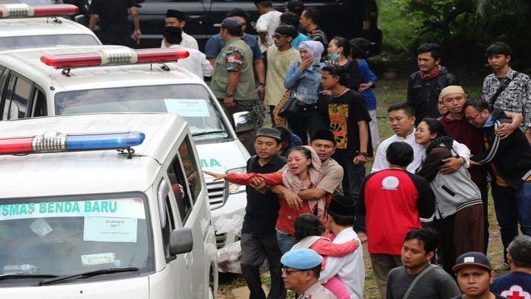 Indonesia, Java ah Passenger Bus khat tuahsia in mi 27 si, 16 liam