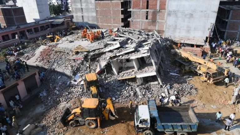 India, Delhi khuapualam aom Building aki lamsan inngolpi khat kicim, mi 3 si